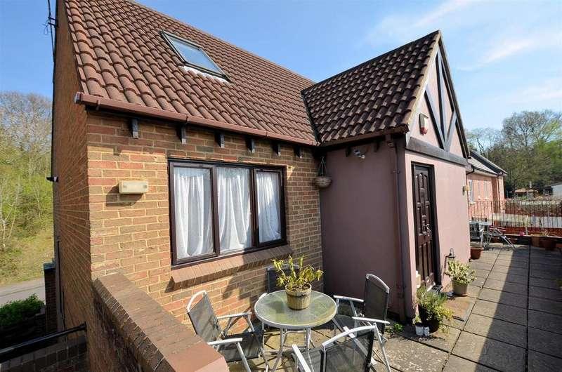 1 Bedroom Duplex Flat for sale in Tylers Place, Tilehurst, Reading