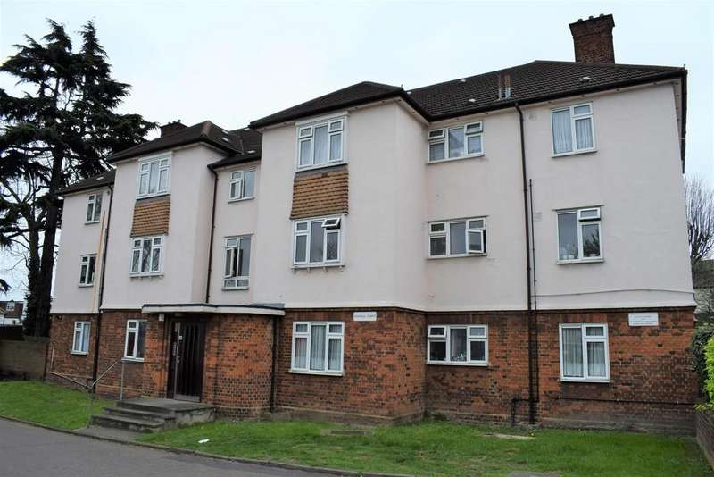 3 Bedrooms Apartment Flat for sale in Oakhall Court, Harrier Avenue, Wanstead