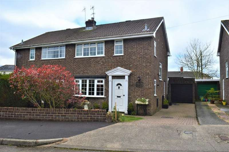 3 Bedrooms Semi Detached House for sale in Caernarvon Place, Grove Park, Blackwood