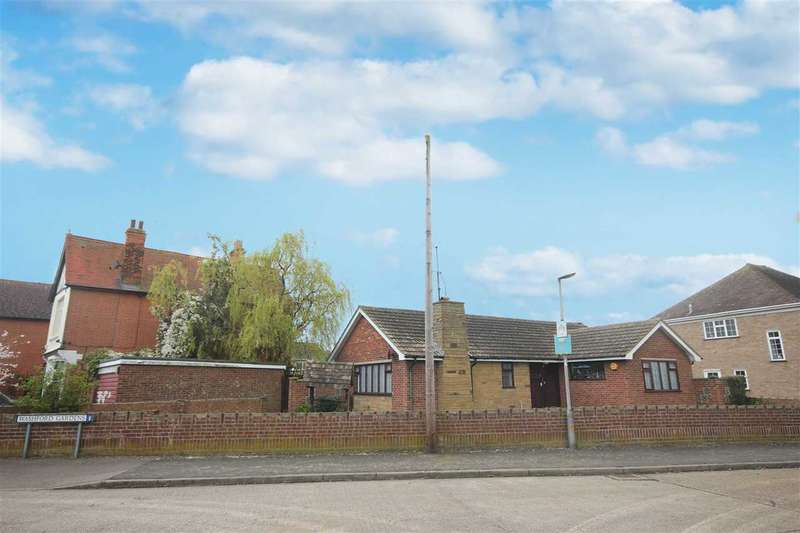 2 Bedrooms Bungalow for sale in Washford Gardens, Clacton-On-Sea