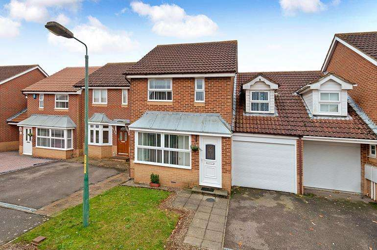 4 Bedrooms Semi Detached House for sale in Sissinghurst Drive Maidstone Kent, ME16 0UW