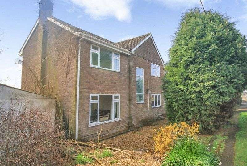 4 Bedrooms Detached House for sale in Ashby Road, No Man's Heath, Tamworth
