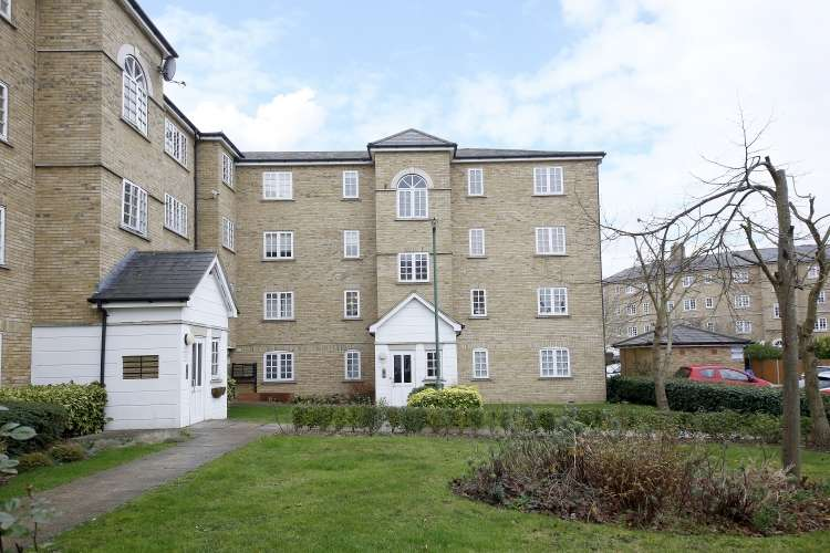 2 Bedrooms Flat for sale in Elizabeth Fry Place Woolwich SE18