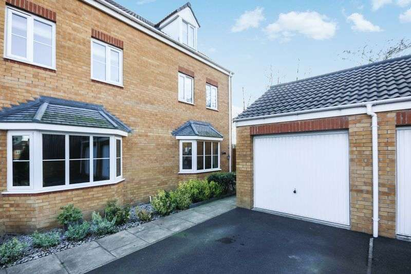 4 Bedrooms Semi Detached House for sale in 29 Springfield Close, Lofthouse, Wakefield, WF3 3GA