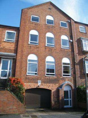 2 Bedrooms Flat for sale in Minton Mews, Carlyle Road, Bromsgrove