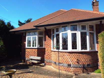 2 Bedrooms Bungalow for sale in Wollaton Road, Wollaton, Nottingham, Nottinghamshire