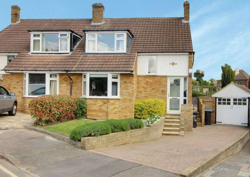 3 Bedrooms Semi Detached House for sale in Bacons Drive, Cuffley