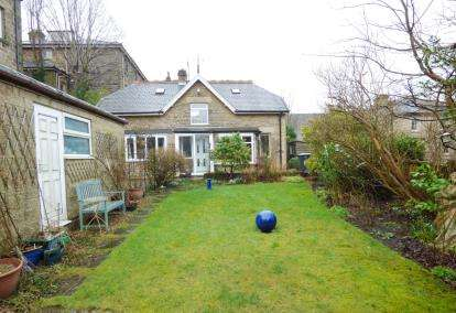 3 Bedrooms Detached House for sale in Hardwick Square West, Buxton, Derbyshire