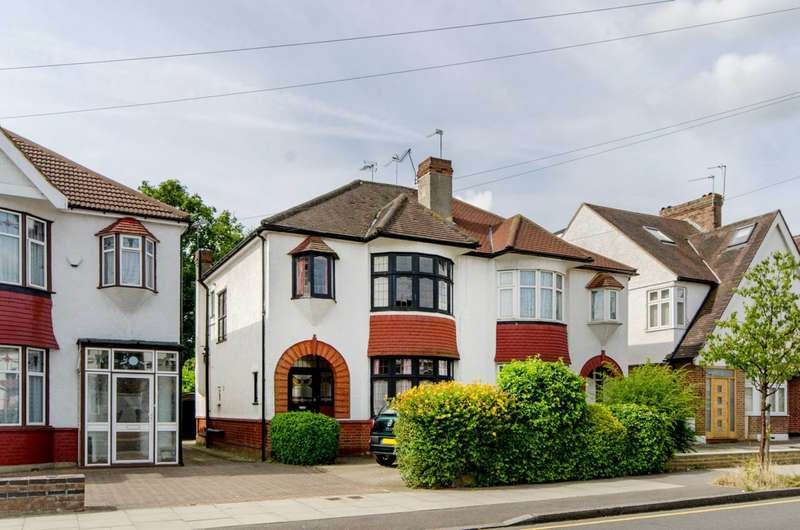 3 Bedrooms House for sale in Burleigh Gardens, Southgate, N14