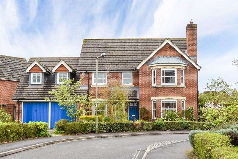 4 Bedrooms Detached House for sale in Denning Mead, Andover