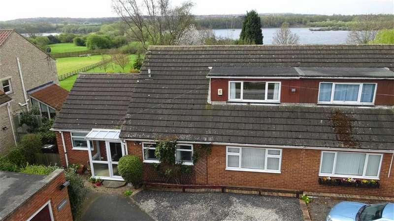 3 Bedrooms Semi Detached Bungalow for sale in Cut Road, Fairburn, Knottingley, WF11