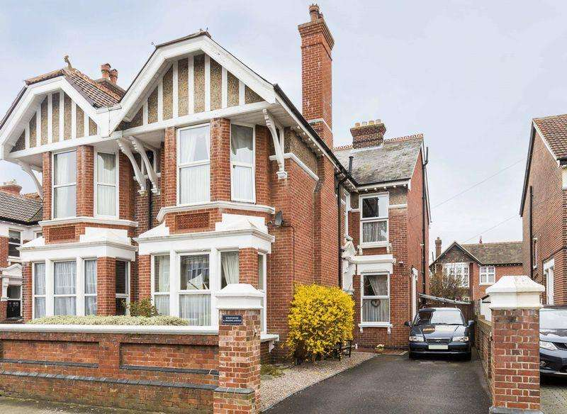 5 Bedrooms Semi Detached House for sale in Brading Avenue, Southsea