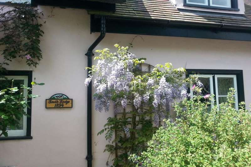 3 Bedrooms Detached House for sale in Hockley