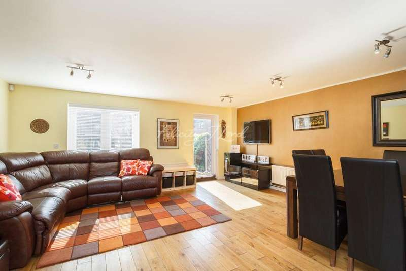 4 Bedrooms Terraced House for sale in Staples Close, SE16