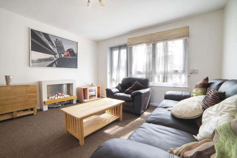 2 Bedrooms Flat for sale in St Saviours Estate, SE1