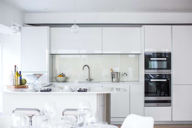 3 Bedrooms Flat for sale in Cleveland Street, London, W1T