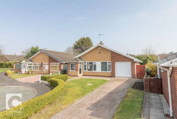 2 Bedrooms Detached Bungalow for sale in Peerswood Court, Little Neston, Neston, Cheshire