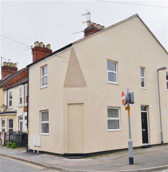 2 Bedrooms Terraced House for sale in Newton Street, Grantham