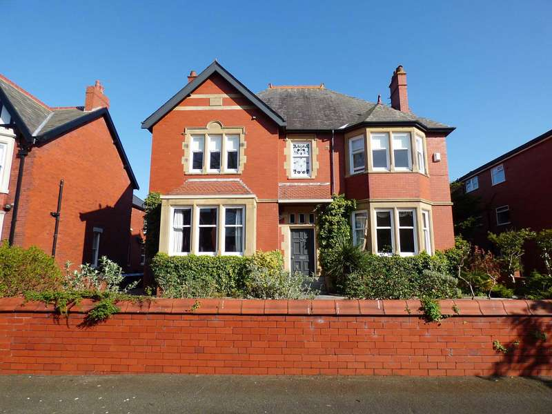 4 Bedrooms Detached House for sale in `Oakenshaw House`, Riversleigh Avenue, Lytham