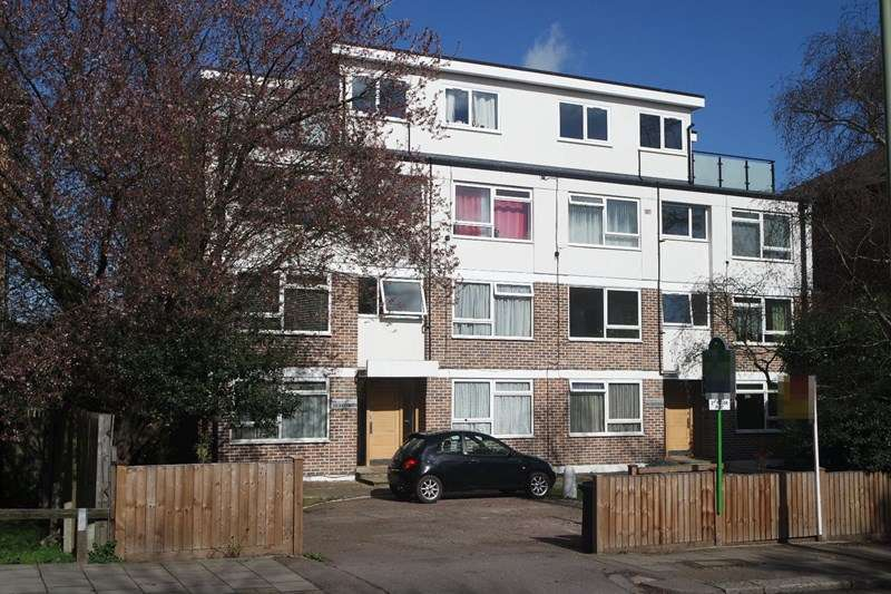 2 Bedrooms Flat for sale in Station Rd, New Barnet