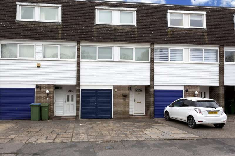 4 Bedrooms Town House for sale in April Close, Horsham