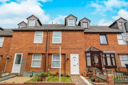 3 Bedrooms Terraced House for sale in Radcliffe Road, Hitchin, Hertfordshire, England