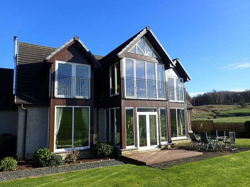 4 Bedrooms Detached House for sale in 3 Mill Lade, West Linton