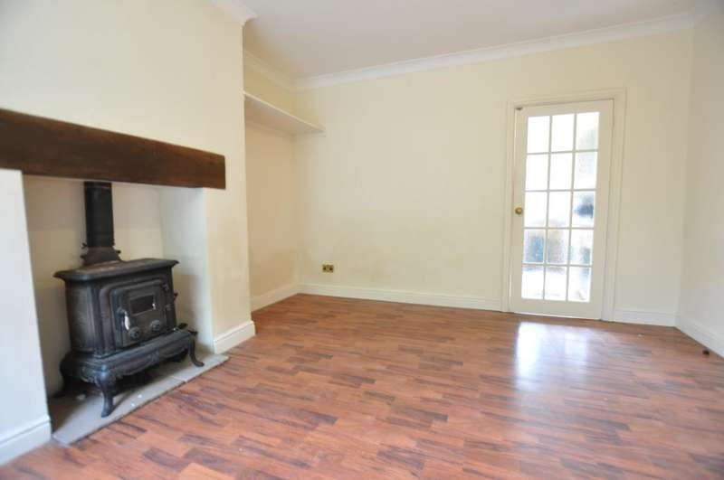 2 Bedrooms Terraced House for sale in Talbot Road, Preston, Lancashire, PR1 8NX