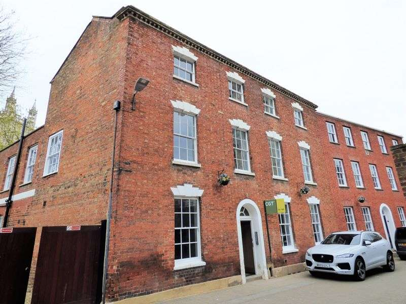 3 Bedrooms Flat for sale in St Johns Lane, Gloucester