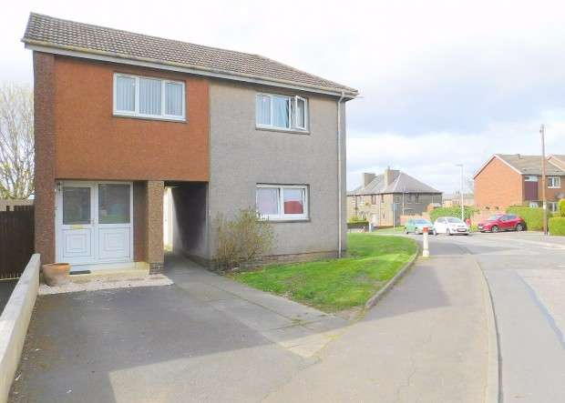 2 Bedrooms Flat for sale in Droverhall Avenue, Crossgates, KY4