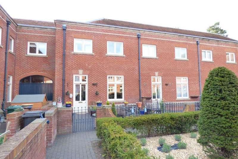 3 Bedrooms Mews House for sale in Carnarvon Court, Bretby, Burton-on-Trent