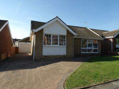 3 Bedrooms Bungalow for sale in Tamarix Close, Gedling, Nottingham