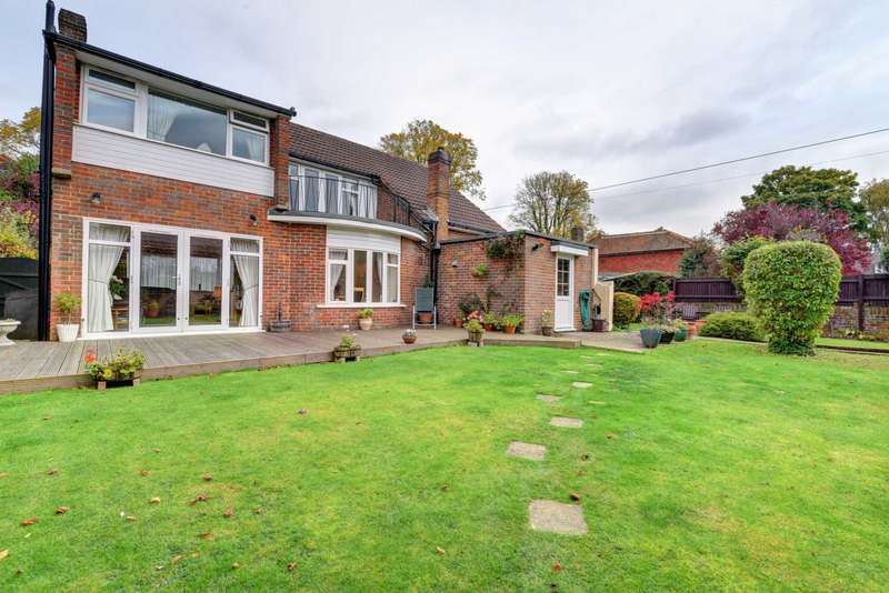 3 Bedrooms Detached House for sale in Links Way, Flackwell Heath