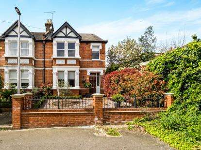 5 Bedrooms Semi Detached House for sale in Woodford Green