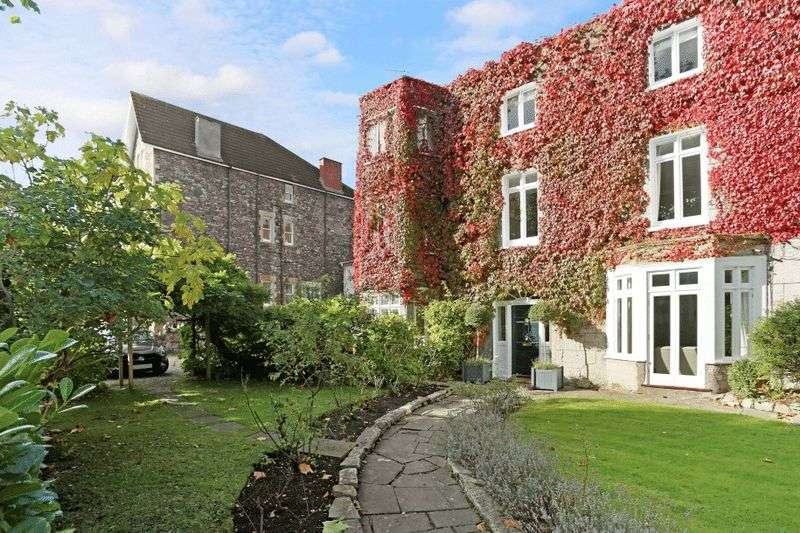 4 Bedrooms Terraced House for sale in Chantry Road, Clifton