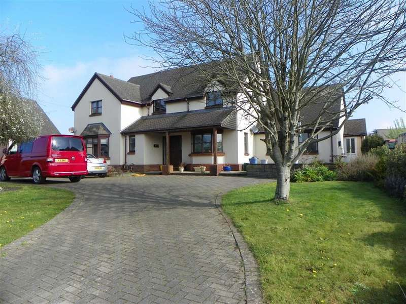 4 Bedrooms Property for sale in Lower Lamphey Road, Pembroke