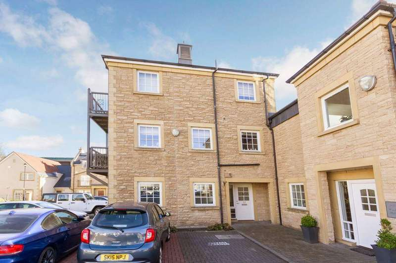 2 Bedrooms Flat for sale in 32 Woodhall Millbrae, Juniper Green, EH14 5BH