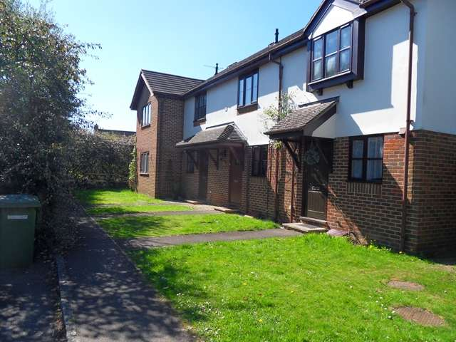2 Bedrooms Terraced House for sale in Westmorland Drive, Warfield