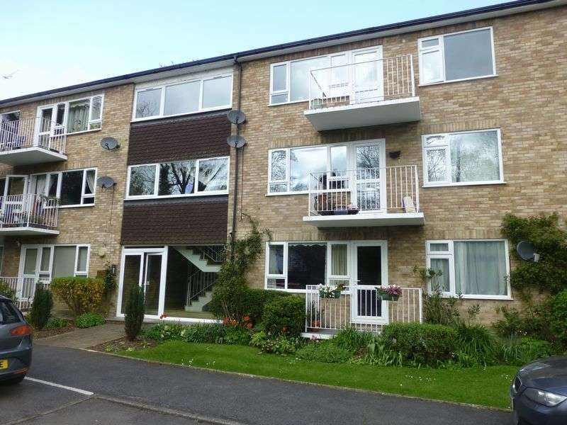 2 Bedrooms Flat for sale in Boulters Gardens, Maidenhead
