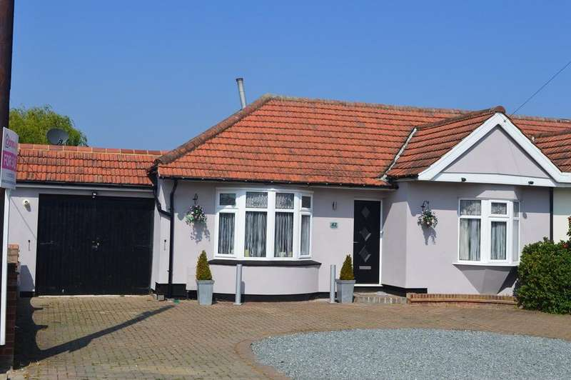 5 Bedrooms Semi Detached Bungalow for sale in Central Avenue, Corringham, Stanford-le-Hope, SS17