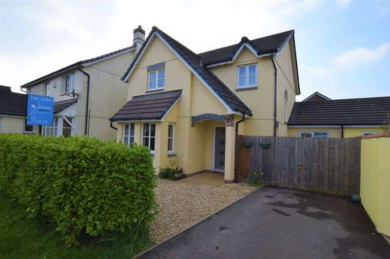 4 Bedrooms Detached House for sale in Chough Close, Launceston