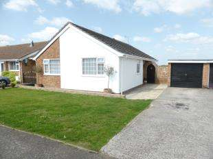 3 Bedrooms Bungalow for sale in Copperfields, Lydd, Romney Marsh, Kent