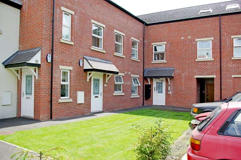 2 Bedrooms Flat for sale in Ashdown Court, Ferrybridge