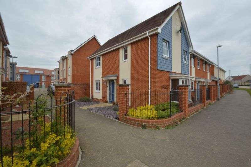 3 Bedrooms Semi Detached House for sale in St Simon Close, Queens Hill, Norwich