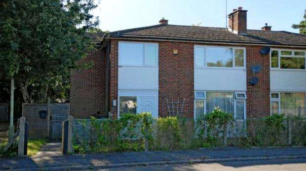 2 Bedrooms Maisonette Flat for sale in Cricket Field Grove, Crowthorne, Berkshire