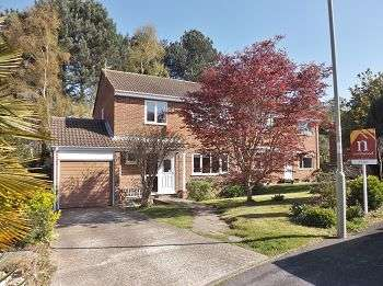 4 Bedrooms House for sale in Robinia Close, Waterlooville, PO7 8HF
