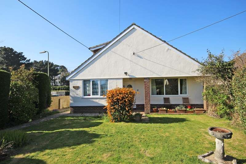 4 Bedrooms Chalet House for sale in Carlton Avenue, Barton On Sea, New Milton