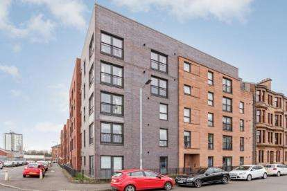 3 Bedrooms Flat for sale in Harmsworth Street, Whiteinch