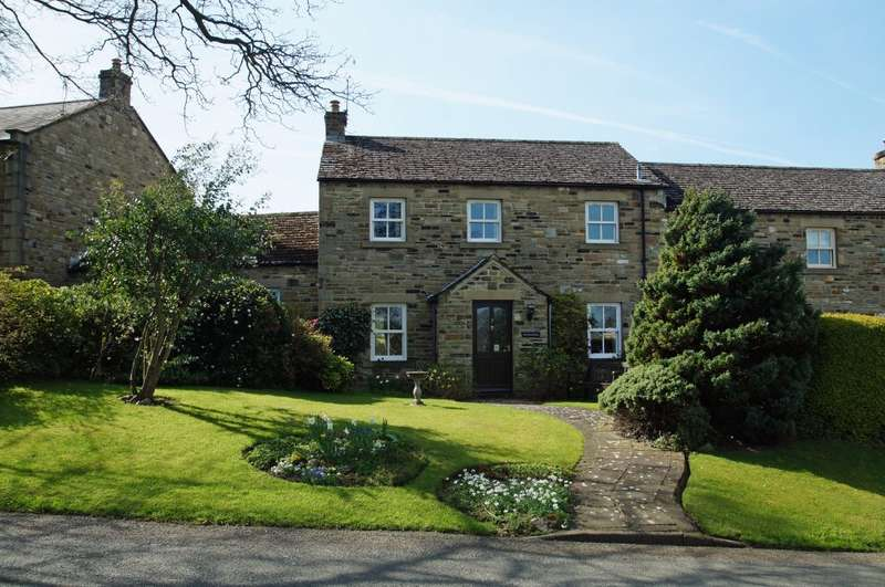 3 Bedrooms Terraced House for sale in Applegill, 3 Ashfield Close, Constable Burton, Leyburn, DL8 5RS