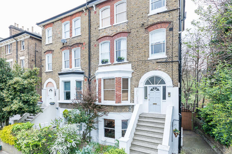 2 Bedrooms Apartment Flat for sale in Cranfield Road, , SE4